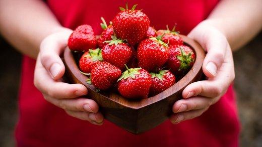 vegan, blog, organic, taart, aardbeien, lekker recept, gezond recept, makkelijk recept, healthy lifestyle, fruit, vers fruit, pistache, dadels, organic happiness, biologische foodblog, foodblog