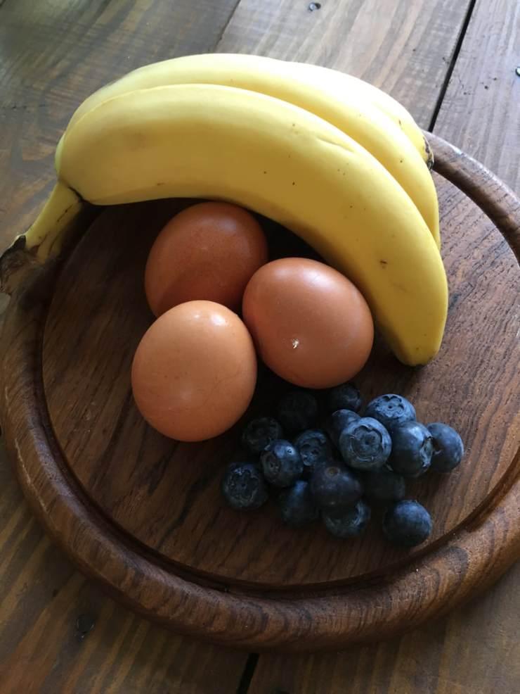 blog, pannenkoeken, ontbijt, ontbijtrecept, gezond ontbijt, banaan, bananen, blauwe bessen, glutenvrij, lactosevrij, pannenkoekjes, biologisch, biologische ingrediënten, biologisch eten, gezond, gezonde recepten, makkelijk recept, biologische foodblog, foodblog, organic happiness