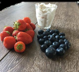 smoothies, blog, aardbeien, blauwe bessen, lactosevrij, fruit, organic, recept, healthy food, healthy, gezonde recepten, lekker, foodblog, lactosevrij, kokosyoghurt, yoghurt, organic happiness, biologische foodblog