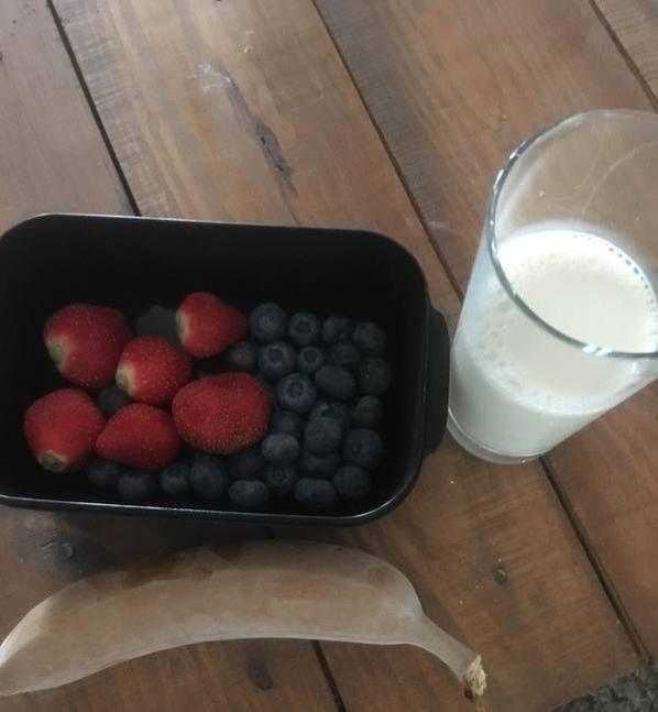 blog, smoothie sunday, milkshake, gezonde milkshake, gezond recept, lekker, makkelijk recept, gezond tussendoortje, gezond eten, biologisch, biologisch eten, biologische ingrediënten, biologische foodblog, foodblog, organic happiness